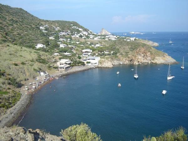 Lipari posti barca case vacanze noleggio barche gommoni for Appartamenti lipari